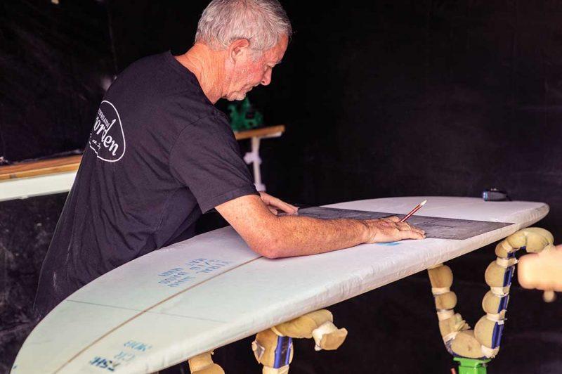 Surfoard wird bebaut