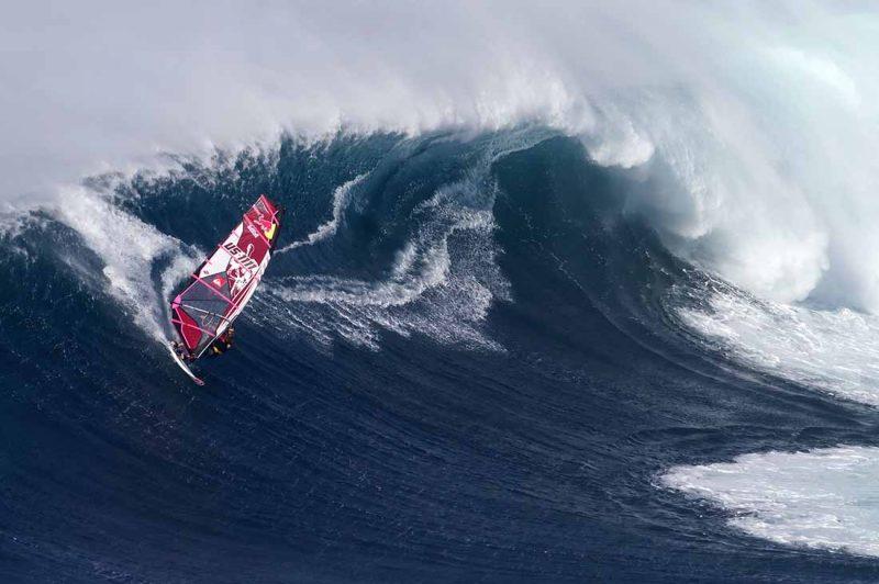 Robby Naish in Peahi Jaws Maui Hawaii