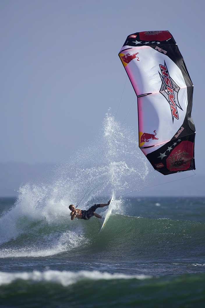 Robby Naish in den Wellen von Sumbawa Indonesien