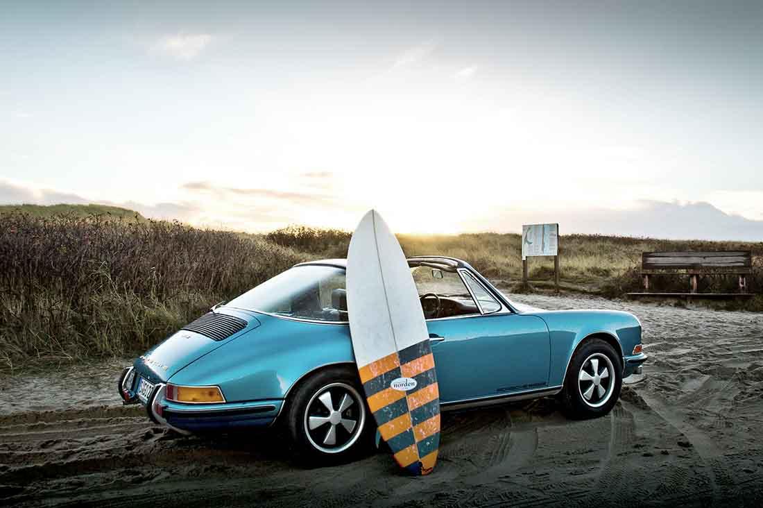 Surfboard und ein Porsche