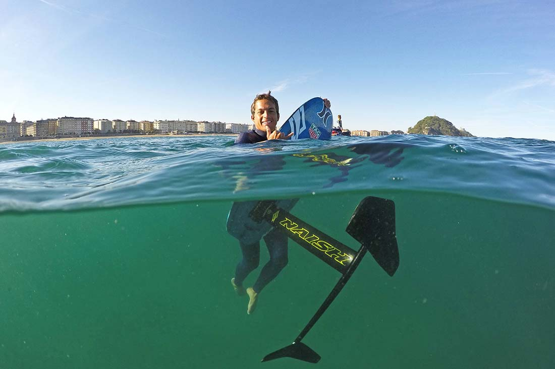 Kai Lenny mit seinem Hydrofoil Board