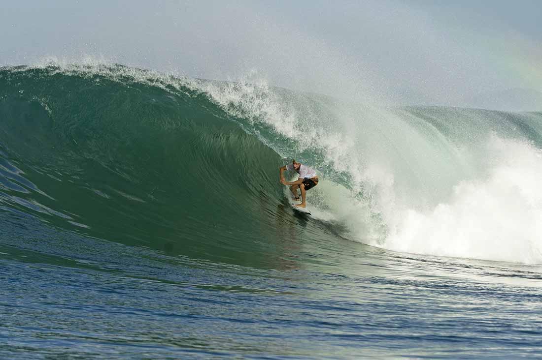 Mick Fanning surft in Lakey Peak Sumbawa Indonesien