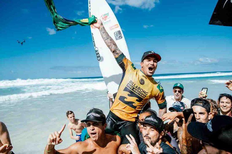 Gabriel Medina als Weltmeister gefeiert