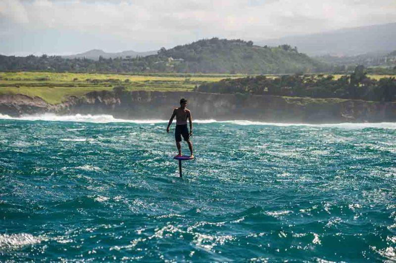 Kai Lenny am Foil in Peahi Maui-Hawaii.