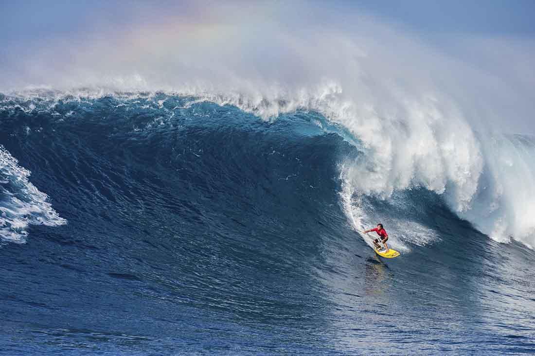 Kai Lenny auf einer big wave am the North Shore in Haleiwa Hawaii