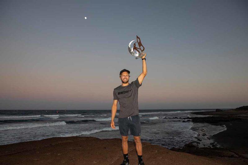Jaeger Stone mit der Sieger Trophäe Teneriffa 2019
